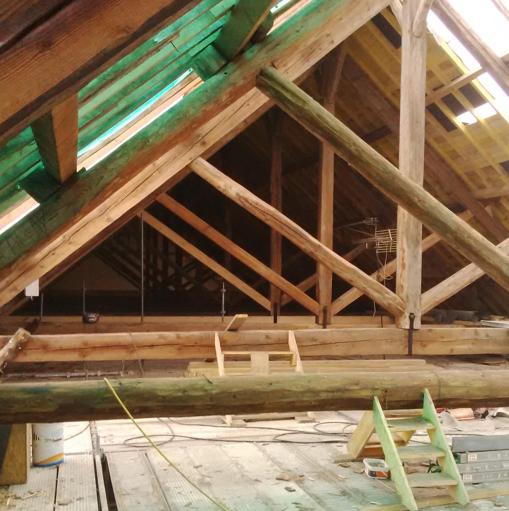 s c construction restauration des charpentes de l aile est du prieure de la charite sur loire. Black Bedroom Furniture Sets. Home Design Ideas