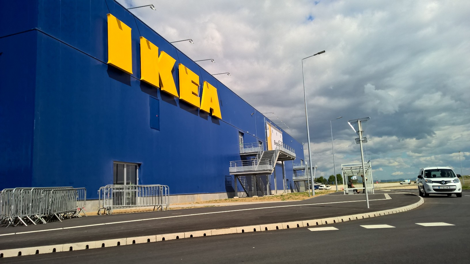 les solutions globales de drainage aco quipent le magasin et le parking ikea de mulhouse. Black Bedroom Furniture Sets. Home Design Ideas