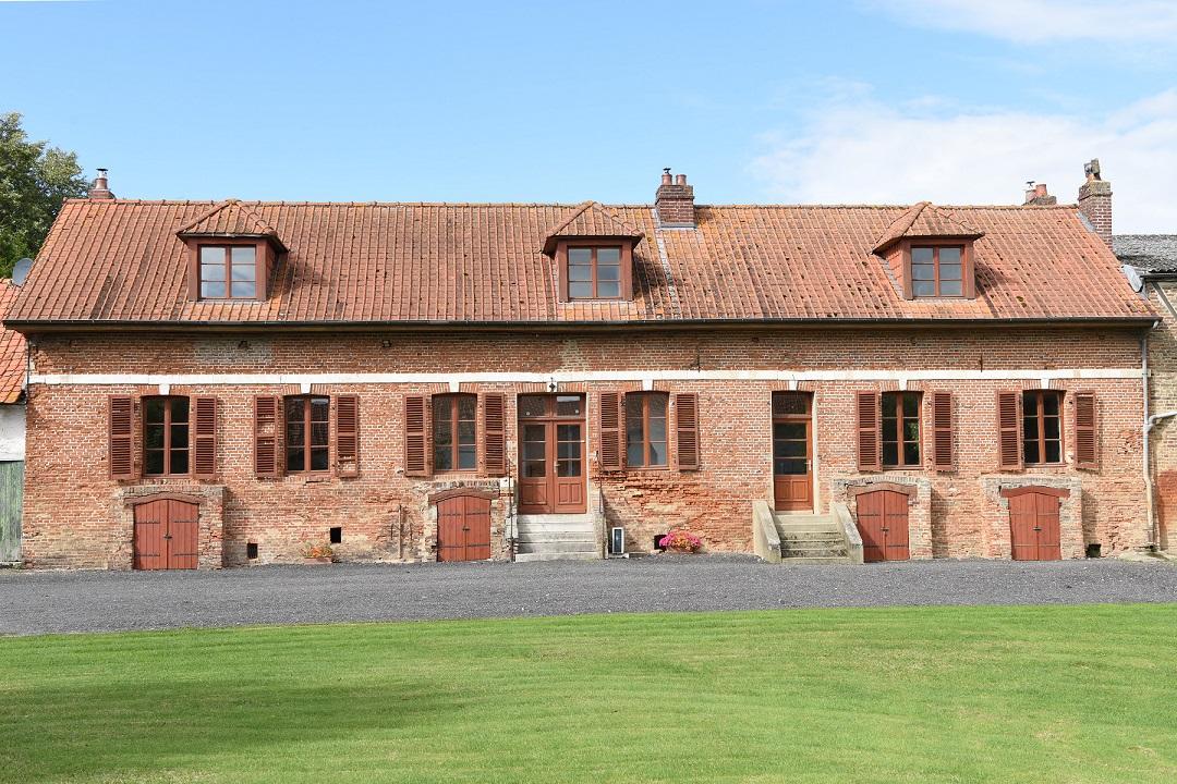 Façade avant de la bâtisse datant du 19ème siècle