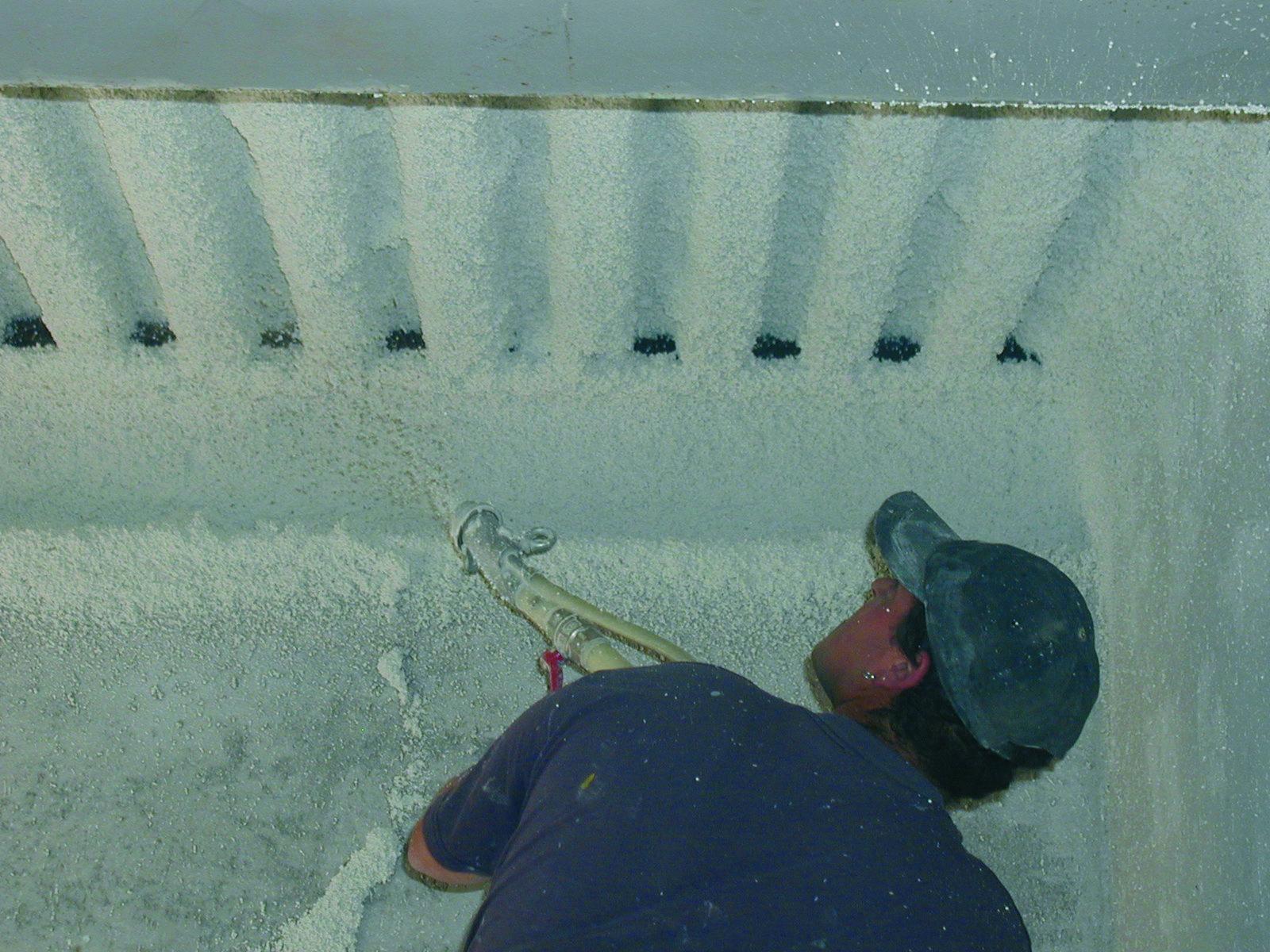 Protherm Light® ne contenant pas de fibre, ce mortier solide (une fois sec) ne se désagrège pas quand on le touche, et présente donc un caractère de forte stabilité et durabilité.