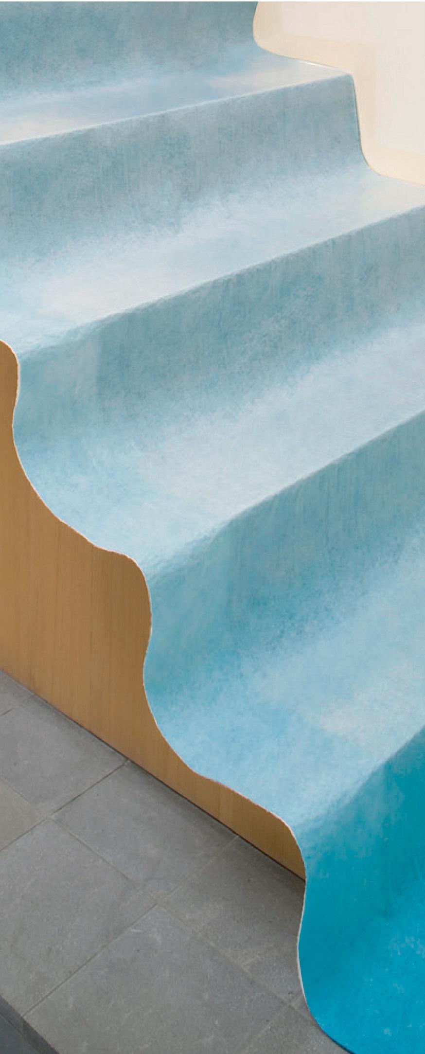 Polyprotec assure une adhérence optimale, grâce à sa fibre auto-adhésive qui permet de la poser aussi bien sur les sols que sur les marches d'escaliers
