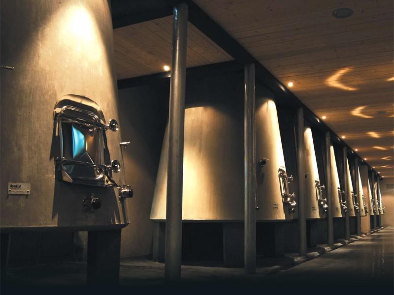 Acier, bois, béton… Quelles cuves de vinification installer ?