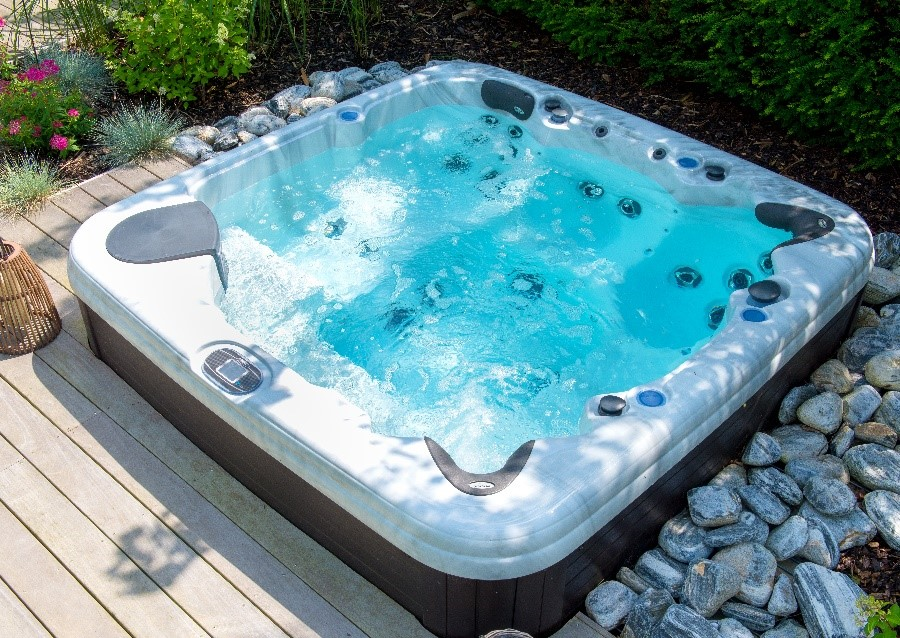 Les gammes de spas PREMIUM et EXCELLENCE d'Aquilus : l'hydrothérapie haute qualité