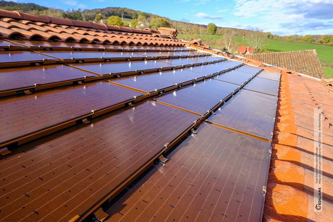 Tuiles solaires rouges Edilians : une offre complète de solutions photovoltaïques qui préserve l'identité architecturale des bâtiments